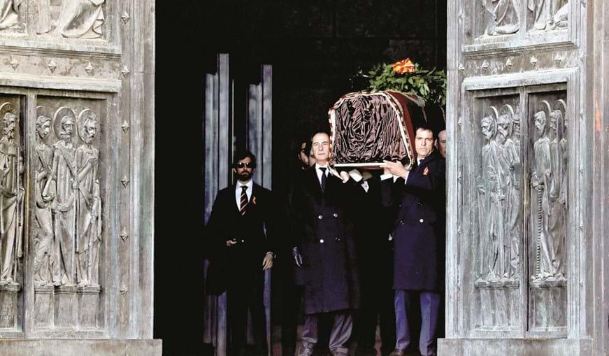 Caixão com os restos mortais de Franco foi retirado da basílica por netos do antigo ditador