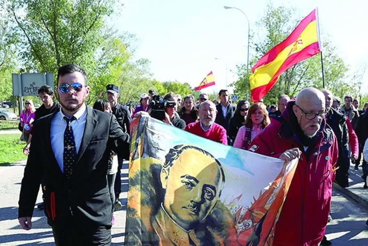 Apoiantes de Franco receberam o caixão com vivas em Mingorrubio