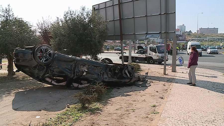 Porsche a alta velocidade provoca acidente e faz sete feridos em Lisboa