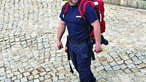 Padre bombeiro salva vidas com desfibrilhador