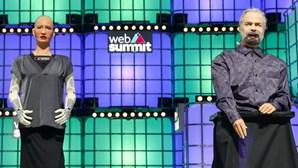"""Robô Sophia volta ao Web Summit com """"irmão mais velho"""" e quer mais convívio com humanos"""