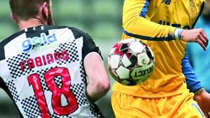 Bomba de Alex Telles trava crise no FC Porto