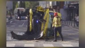Três feridos em colisão entre ambulância e veículo ligeiro de mercadorias
