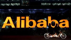 China multa 'gigante' do comércio 'online' Alibaba em 2,33 mil milhões de euros
