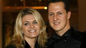 Mulher de Michael Schumacher quebra o silêncio e fala sobre tratamentos do piloto