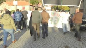 Secretário de Estado Adjunto e da Energia recebido com protestos