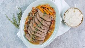 Delicie-se com esta carne tenra, cozinhada lentamente