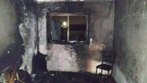 Casal desalojado após incêndio numa habitação em Oliveira de Azeméis