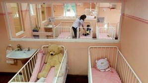 Os bebés que começaram a vida à beira da morte
