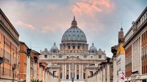 Vaticano cria grupo de especialistas para fixar regras sobre agressões sexuais