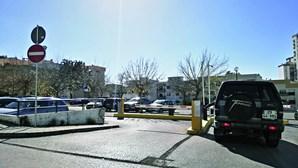 Administração do Hospital de S. Bernardo escapa a estacionamento pago