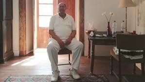 """Germano Almeida: """"Cortei com Deus aos dez anos de idade"""""""