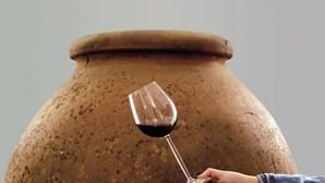 Vinho da talha é dado a provar em Aljustrel