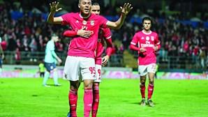 Tottenham admite comprar Vinícius ao Benfica