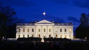 Casa Branca contraria Trump e diz que EUA não poderão controlar pandemia de Covid-19