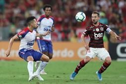 Flamengo vence o Bahia e volta a ganhar vantagem de dez pontos