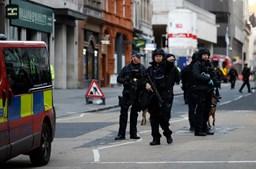Ataque com faca na Ponte de Londres. Um detido e 'vários feridos'