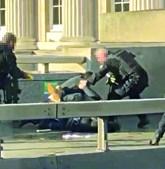 Terrorista foi imobilizado por populares até à chegada da polícia