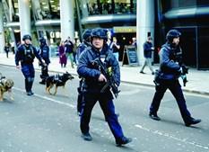 Polícias armados demoraram menos de cinco minutos a chegar ao local