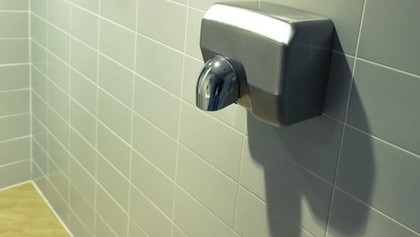 A maior disputa da higiene na casa de banho: secador de mãos ou papel?