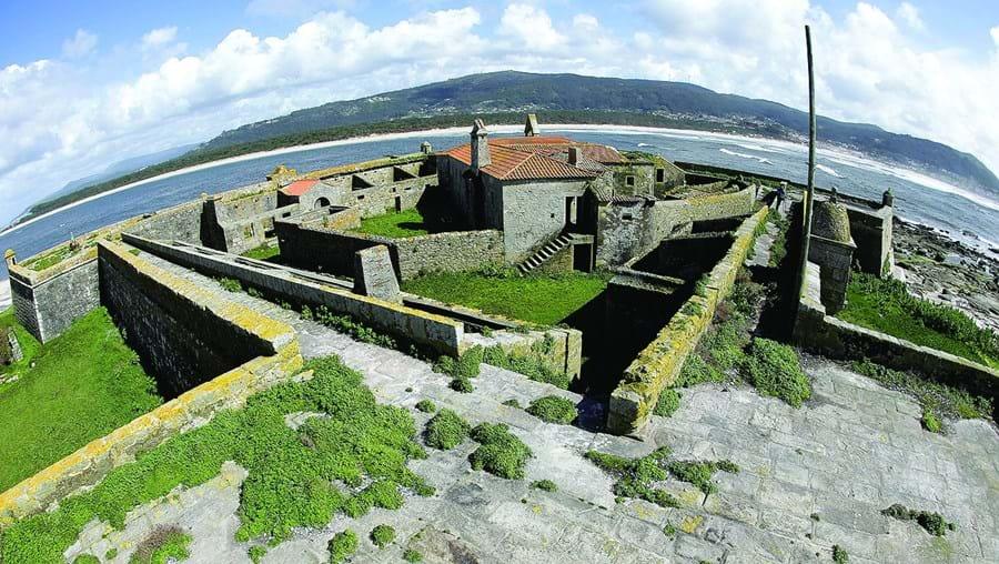 Forte da Ínsua foi construído nos finais do século XIV e tem estado ao abandono nas últimas décadas