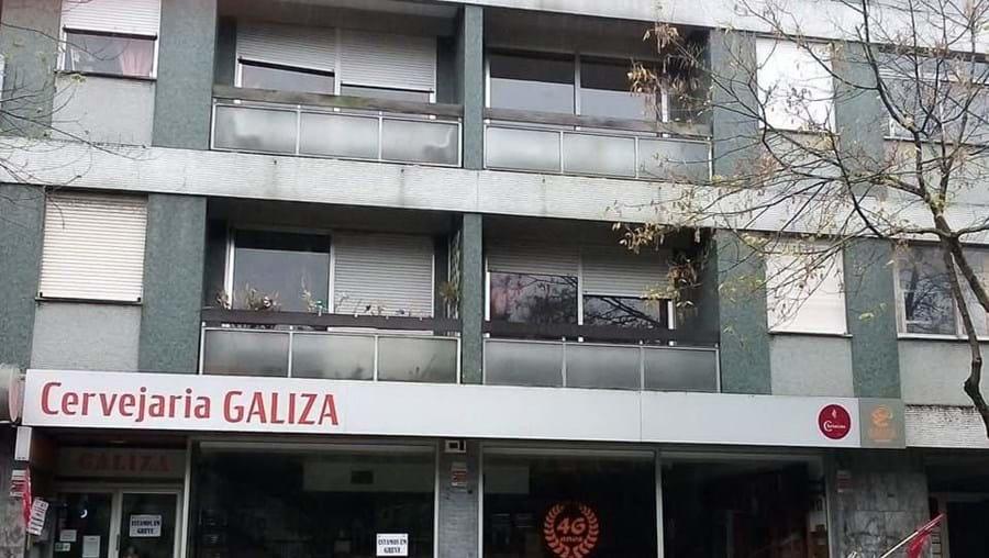Trabalhadores em greve, contra o atraso do pagamento das remunerações, fecham a Cervejaria Galiza, Porto