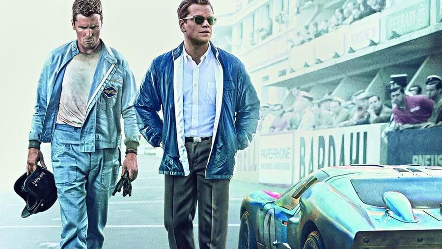 Atores Christian Bale e Matt Damon são, respetivamente, o piloto Ken Miles e o designer de carros Carroll Shelby