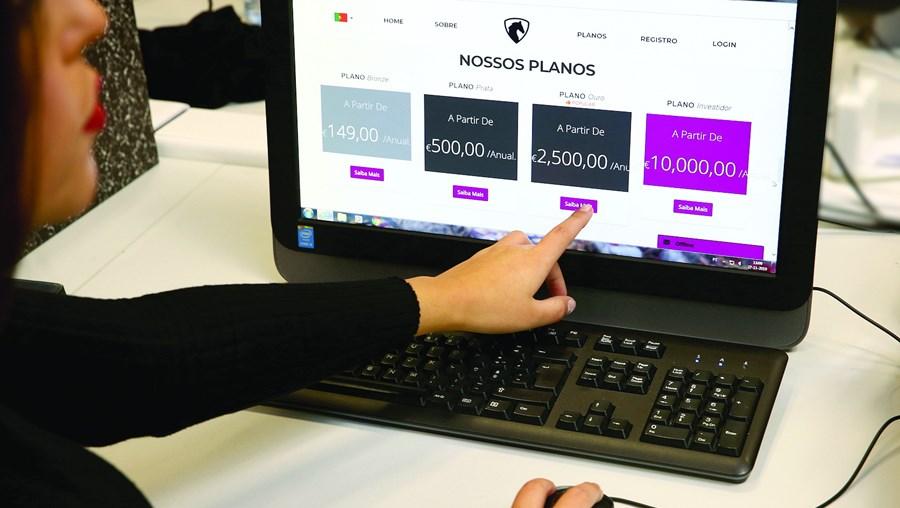 Burlões pediam aos lesados um investimento de 2500 euros e que trouxessem mais cinco amigos para investir no esquema