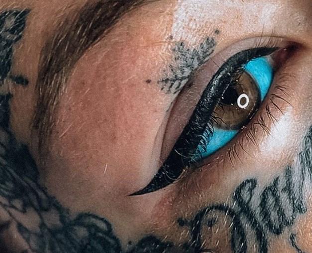 Jovem gasta 23 mil euros para pintar olhos de azul e fica cega
