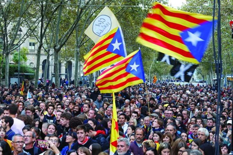 Milhares de pessoas protestaram nas ruas de Barcelona