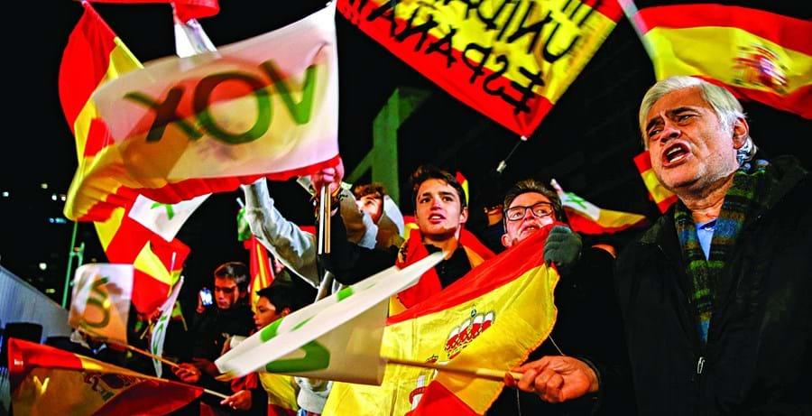 Apoiantes do Vox foram os únicos com motivos para festejar após uma eleição que deixou praticamente tudo na mesma em Espanha