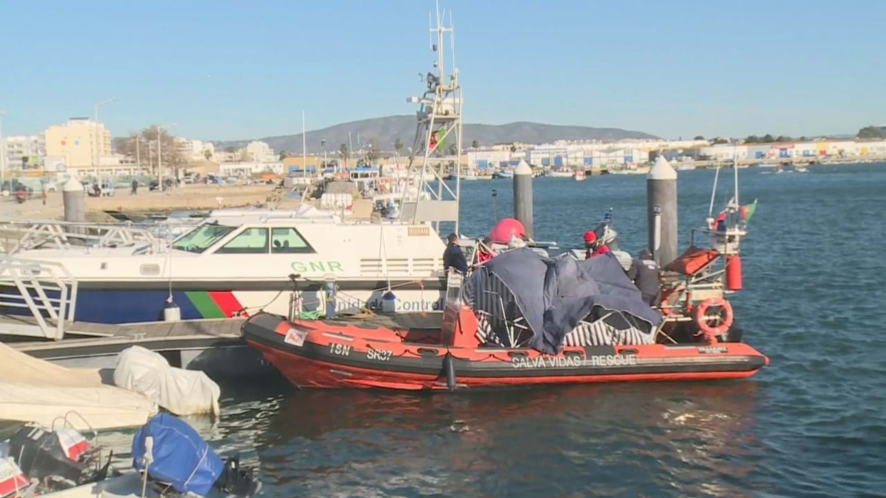 Resultado de imagem para Uma pessoa morreu e outra ficou ferida em naufrágio de embarcação em Olhão