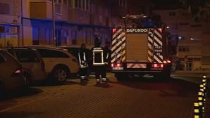 Incêndio em apartamento causa alarme e deixa homem ferido em Linda-a-Velha