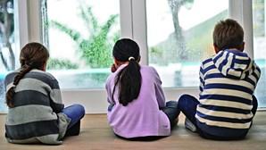 Casal condenado por torturar filhos. Crianças fechadas em quarto com balde a servir de WC