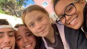 Greta Thunberg passeou por Lisboa e até tirou 'selfies' com fãs. Veja as imagens