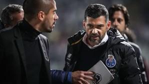 Sérgio Conceição e treinador da Belenenses SAD em confronto no Jamor