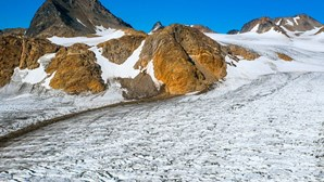 Gelo na Gronelândia está a derreter sete vezes mais rápido do que nos anos 90
