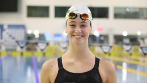 Nadadora Rafaela Azevedo bate recorde nacional absoluto dos 50 metros costas