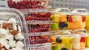 Estudo alerta para substâncias perigosas no organismo devido a embalagens alimentares descartáveis