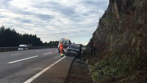 Despiste de veículo na A4 em Paredes fere homem