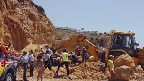 """Advogados alegam """"negligência grosseira"""" do Estado em derrocada na praia Maria Luísa no Algarve"""