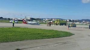 Falha no trem de aterragem provoca acidente com aeronave de instrução em Tires. Veja as imagens