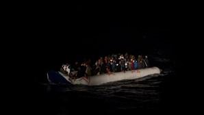 ONG resgata 323 migrantes em cinco operações no Mediterrâneo