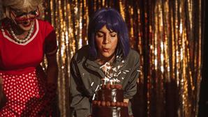 Jessica Athayde festeja aniversário com 'drag queens'
