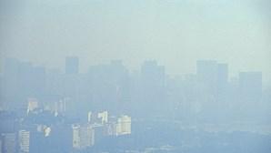 Qualidade do ar na Europa melhorou devido ao confinamento mas riscos para a saúde mantêm-se