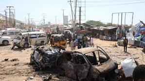 Pelo menos 92 mortos e mais de cem feridos após explosão de carro bomba na Somália