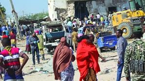 Camião-bomba mata dezenas de pessoas na Somália