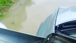 """""""Quando chove só dá para passar de barco"""": Moradores de Carrazeda de Ansiães queixam-se de rua em mau estado"""