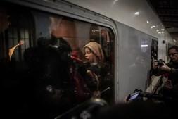 Ativista Greta Thunberg já está a caminho de Madrid. Viagem deverá demorar mais de 10 horas