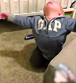Bebé norte-americano finge-se de morto